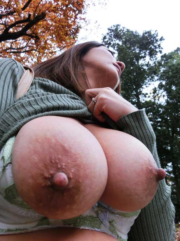 熟肉体勃起乳首の巨乳妻 JKW-008